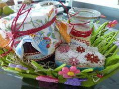 mein Geschenkkorb mit meinen Kindheitserinnerungen - Rote Grütze mit Vanillesauce und Omas Nusskuchen