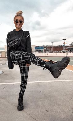 gitranegie fashion trends street Style fashion week inspiration out Fall Trends Dessert Pin Grunge Outfits, Trendy Outfits, Fall Outfits, Fashion Outfits, Fashion Trends, Fashion 2018, Black Outfits, Fashion Pants, Winter Outfits 2019