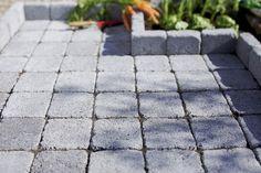 Une terrasse grise en pavés