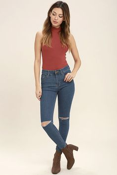 The Amuse Society Iconic Medium Wash Distressed Skinny Jeans are like an old friend you can always count on! These stretchy skinnies have a mid-rise fit, distressing at the knees, and an ankle-length. Belt loops top a branded top button closure, front pockets, and back patch pockets.