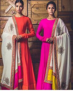 Looking for a cool full sleeve designs for salwar kameez, here are plenty of sleeve patterns, creative embellishments and chic modes to try now. Indian Attire, Indian Wear, Indian Outfits, Salwar Designs, Blouse Designs, Sleeve Designs, Indian Anarkali Dresses, Garba Dress, Bridal Anarkali Suits