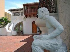 El museo Forma es un espacio dedicado a las artes plásticas salvadoreñas, se le brinda educación cultural a sus visitantes y a los artistas. Está ubicado en la alameda Manuel Enrique Araujo, San Salvador.