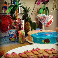 "Cute Hawaiian turtle/beach cake and nutty buter cookie ""flip flops"" Aloha Party, Hawaiian Luau Party, Hawaiian Birthday, Hawaiian Theme, Luau Birthday, Tropical Party, Birthday Cake, Hawiian Party, Kylie Birthday"