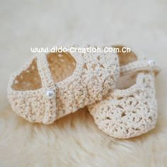 Crochet slippers for baby girl - love the pearl detail