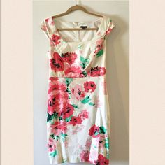 ANN TAYLOR Floral sheath dress Lovely squared neckline and cap sleeves. This sheath is perfect for spring to summer transition. Cotton wit ha bit of stretch and fully lined. Pre-loved in perfect condition. Ann Taylor Dresses