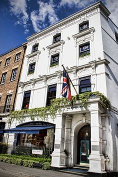 Number 1 Savile Row, it's a pleasure to pass by, I look forward to it, almost like Fortnam & Masons, it always has truly worthy displays of excellent tailoring.