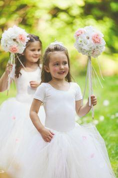 #herecomesthebride #flowergirls #toocute