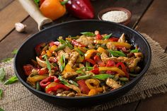 Wok-fried chicken and vegetables - plat - Chicken Recipes Healthy Meals To Cook, Clean Eating Recipes, No Cook Meals, Healthy Cooking, Healthy Recipes, Easy Recipes, Easy Meals, Chicken Stuffed Peppers, Stuffed Sweet Peppers