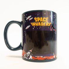 Tasse Thermosensible Space Invaders. Space Invaders, Gadget, Arcade, Pause Café, Retro, Mugs, Tableware, Geeks, Coffee Break