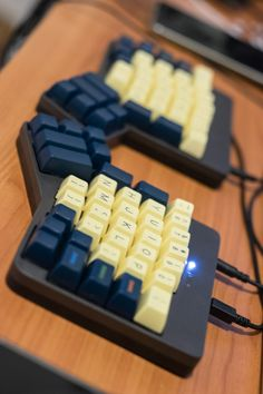 Ergodox with led indicators, Falbatech case, Penumbra. By /u/0rcinus