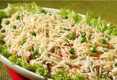 Salpicão de frango cremoso Salad Sauce, Xmas Food, Portuguese Recipes, Other Recipes, Vegetable Recipes, Fried Rice, Carne, Entrees, Easy Meals