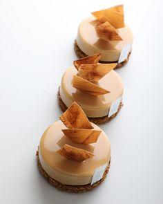 - Exotic caramel tart (exotic caramel sauce, crunch chocolate, dulcey chocolate mousse) - 여름시즌 선보이고 있는 이그조틱 캐러멜 타르트. 열대과일과, 캐러멜, 둘세 초콜릿의 조화를 느낄 수 있는! - GARUHARU Seoul