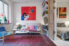 Small space living // light airy feeling in living space of 40 sq m apartment