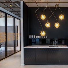 La lata de Red Bull inspira sus nuevas oficinas de Estocolmo. - diariodesign.com