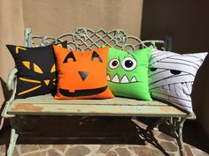25 spooky Etsy Halloween decorations to make your home ready for the holidays - homedecorpin Couture Pour Halloween, Diy Halloween, Moldes Halloween, Halloween Decorations To Make, Adornos Halloween, Halloween Pillows, Halloween Quilts, Spooky Decor, Halloween House