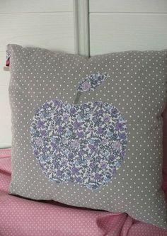 coussin / cushion Apple