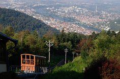Heidelberg mit Kindern: Die historische Bergbahn. Es gibt auch eine moderne Bergbahn.