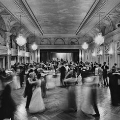 Ballroom, party, rich people with their stupid rich taste Classy Aesthetic, Aesthetic Vintage, Aesthetic Girl, Black And White Aesthetic, Black N White, Ashita No Nadja, Chica Cool, Slytherin Aesthetic, Old Money