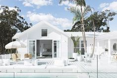 New modern beach house australia decks Ideas Beach Cottage Style, Beach House Decor, Style At Home, Weatherboard Exterior, Living Pool, White Exterior Houses, Exterior Paint, Beach Shack, Facade House