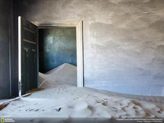 Sand dunes reclaim an old home in Kolmanskop, Namibia, in this National Geographic Photo of the Day from the Traveler Photo Contest Abandoned Houses, Abandoned Places, Old Houses, Digital Art Photography, Nature Photography, National Geographic Photo Contest, Sand Pictures, Dark House, Creative Pictures