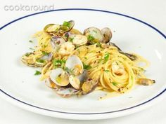 pasta con ostiones... Italian Christmas Traditions, Italian Recipes, Cooking Recipes, Favorite Recipes, Ethnic Recipes, Mamma Rosa, Aglio, Food, Drink