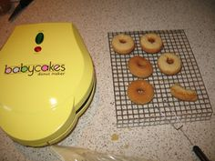Gluten free donuts in only 5 minutes! Gluten Free Donuts, Gluten Free Diet, Gf Recipes, Gluten Free Recipes, Mini Donut Maker Recipes, Mini Donuts, Doughnuts, Grain Free, Dairy Free