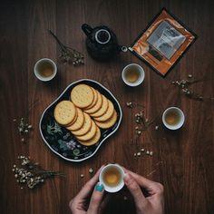 Instagram media by hendfargota - tea set #gryphon #tea #crackers #vsco #vscocam #vscogrid #vscogood #cupsinframe #handsinframe #thingsshotdaily #littlelightplay #gloomyday