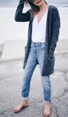 This minimalist outfit is perfect for spring fashion! minimalist outfit ideas for fall 2018 Jeans Boyfriend, Cute Spring Outfits, Fall Winter Outfits, Late Summer Outfits, Spring Dresses, Look Fashion, Spring Fashion, Womens Fashion, Beach Fashion