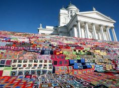 I wish I could have a picnic here, on the steps of this Helsinki cathedral!