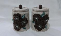 Jogo de Latinhas recicladas revestidas com barbante e com flores de feltro. Linda peça para decorar seu ambiente ou presentear. Peça exclusiva. R$ 18,00