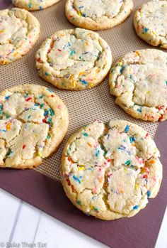 Amazing Cake Batter Funfetti Cookies - an easy to make cookie that includes cake batter box m. Amazing Cake Batter Funfetti Cookies - an easy to make cookie that includes cake batter box mix i Cake Mix Recipes, Easy Cookie Recipes, Baking Recipes, Köstliche Desserts, Dessert Recipes, Cheesecake Desserts, Funfetti Cake Mix Cookies, Confetti Cake Cookies, Birthday Cake Cookies