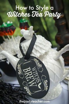 Witch's Tea Party by The Party Teacher Halloween Dinner, Holidays Halloween, Halloween Kids, Halloween Treats, Halloween Favors, Halloween Witches, Halloween Goodies, Halloween 2015, Halloween Stuff