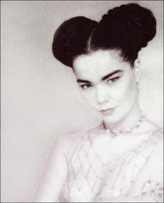 Bjork, looking rather Frida Kahlo-ish. Her Music, Music Is Life, Pretty People, Beautiful People, Music Pics, Music Stuff, Grace Jones, Nina Hagen, Salma Hayek