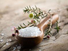 O sal de Epsom não é sal de mesa. É um composto mineral constituído por 10% de magnésio e 13% de sulfato. Este composto pode ser usado de forma segura ambientalmente na fertilização do seu jardim. O magnésio presente no sal Epsom reforça as paredes celulares das plantas quando estas se encontram na fase de...  Read more »
