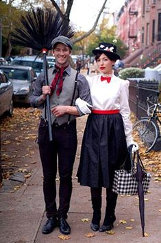 Get more fun costume ideas for couples or groups. Costume Halloween, Couples Halloween, Fete Halloween, Homemade Halloween Costumes, Holidays Halloween, Halloween Clothes, Halloween Halloween, Diy Halloween Outfits, Vintage Halloween