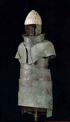 Armadura aquea de bronce y dientes de jabalí (en el yelmo) - Micenas - 1400 AC