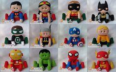 Super Heróis para centro de mesa.    Para decoração de festa (mesa do bolo e convidados).    PERSONAGENS: Mulher Maravilha, super homem, Batman, Robin, Aquaman, Flash, Hulk, Lanterna Verde, Capitão América, Thor, Homem de ferro e Homem Aranha.    Ficam sentados sozinhos, não necessitam de apoio.    VALOR REFERENTE A 1 UNIDADE    ALTURA: 18cm    Feitos com feltro.    FRETE: Para saber o valor do frete basta colocar o produto no carrinho de compras, colocar a quantidade e cep.    ...