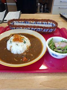 今日のお昼ご飯はカレーライスセットいただいています。
