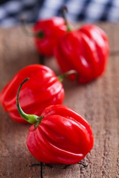 Zpracování chilli 3, Foto: Thinkstock Chili, Stuffed Peppers, Vegetables, Food, Chile, Stuffed Pepper, Essen, Vegetable Recipes, Meals