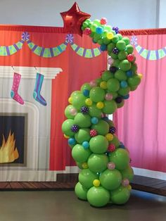 He may be a mean one, but these Grinch party ideas are sure to put a smile on even that old Grinch's face. If you are throwing a Christmas party this year.a Grinch party is the way to go! Christmas Float Ideas, Christmas Parade Floats, Christmas Party Table, Office Christmas Party, Christmas Parties, Grinch Christmas Decorations, Grinch Christmas Party, Christmas Balloons, Noel Christmas