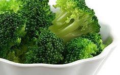 Brokoli ve Faydaları    Brokoli:  C, A ve E vitaminleri ile  demir, bakır, potasyum ve kalsiyum mineralleri içeriğinden zengin bir sebzedi...
