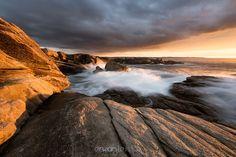 """""""Light on the rocks"""" www.erwanleroux.bzh  Des rochers, une couverture nuageuse importante, quelques vagues et une belle lumière d'automne ... tout simplement :)  Bonne journée à toutes et à tous !  #erwanleroux #photographe #bretagne #morbihan #ploemeur #kerroch #nikon #sirui"""