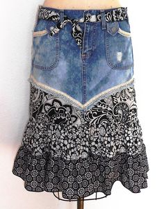 Upcycled Denim Skirt Size SM Source by skirt outfits Sewing Clothes, Diy Clothes, Clothes For Women, Artisanats Denim, Denim Skirts, Denim Purse, Diy Vetement, Mode Jeans, Denim Ideas
