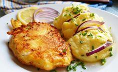 Kuřecí řízky v chutné marinádě, obalované v těstíčku a smažené na rozpáleném oleji. Jako přílohu volíme klasickou bramborovou kaši.