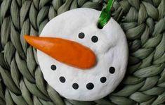 Decorazione con pupazzo di neve in pasta di sale