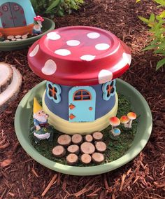 Want to learn how to make a fairy garden the easy way? This DIY fairy garden utilizes pots and only takes four steps! Get the fairy house how-to here. Flower Pot Crafts, Fairy Crafts, Clay Pot Crafts, Garden Crafts, Garden Projects, Fairy Garden Pots, Fairy Garden Houses, Fairies Garden, Bottle Garden