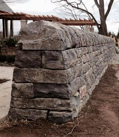 Garden wall using field stone Garden Retaining Wall, Stone Retaining Wall, Stone Fence, Retaining Walls, Dry Stone, Brick And Stone, Stone Work, Stone Walls, Masonry Work