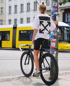 Urban Cycling, Types Of Girls, Bike Style, Fixed Gear, Bike Accessories, Sport Bikes, Bicycles, Girl Fashion, Wheels