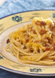 finta carbonara: pasta con cremina di peperoni e  guanciale                     #recipe #juliesoissons