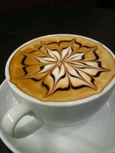 Latte or Caffè latte (which means that Italian coffee milk) espresso or coffee is mixed with milk and has a thin layer of foam on top. Coffee Latte Art, I Love Coffee, Coffee Break, My Coffee, Coffee Drinks, Coffee Shop, Coffee Cups, Cappuccino Art, Black Coffee